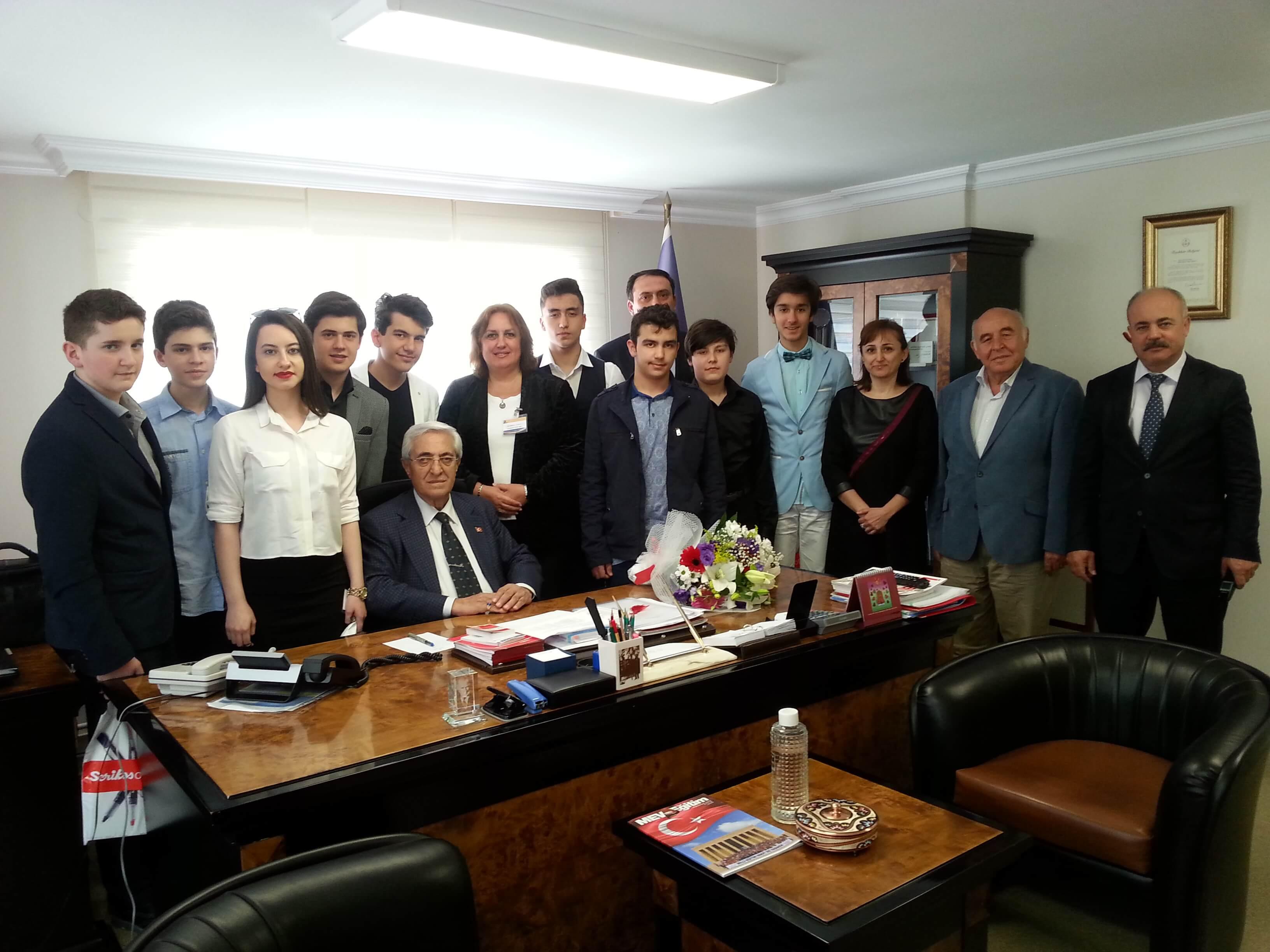 Öğrencilerimiz Millî Eğitim Vakfı Başkanımız İhsan Özçukurlu'yu Ziyaret Etti