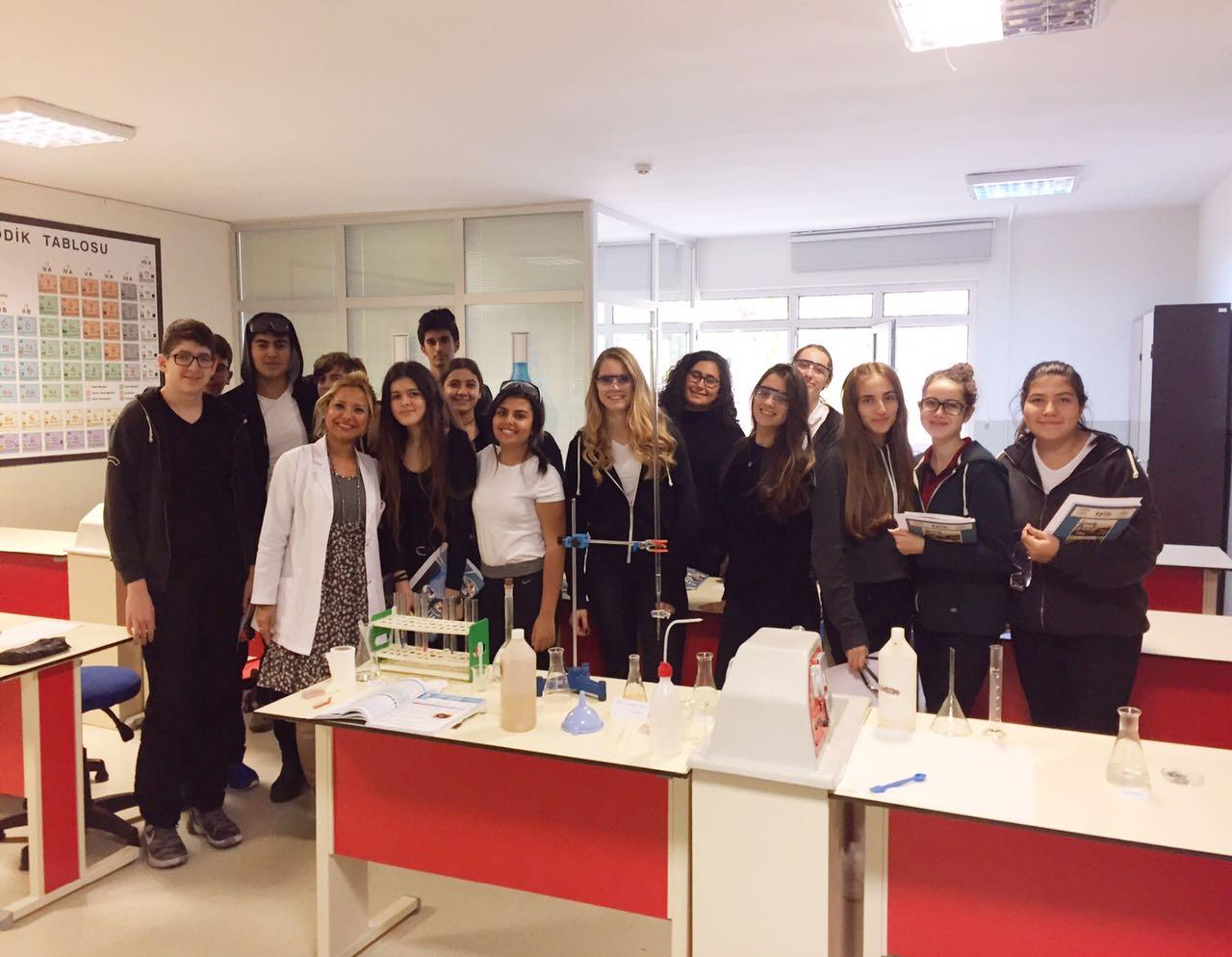 Öğrencilerimiz Kimya Dersinde Öğrendiklerini Deneylerle Pratiğe Dönüştürdü