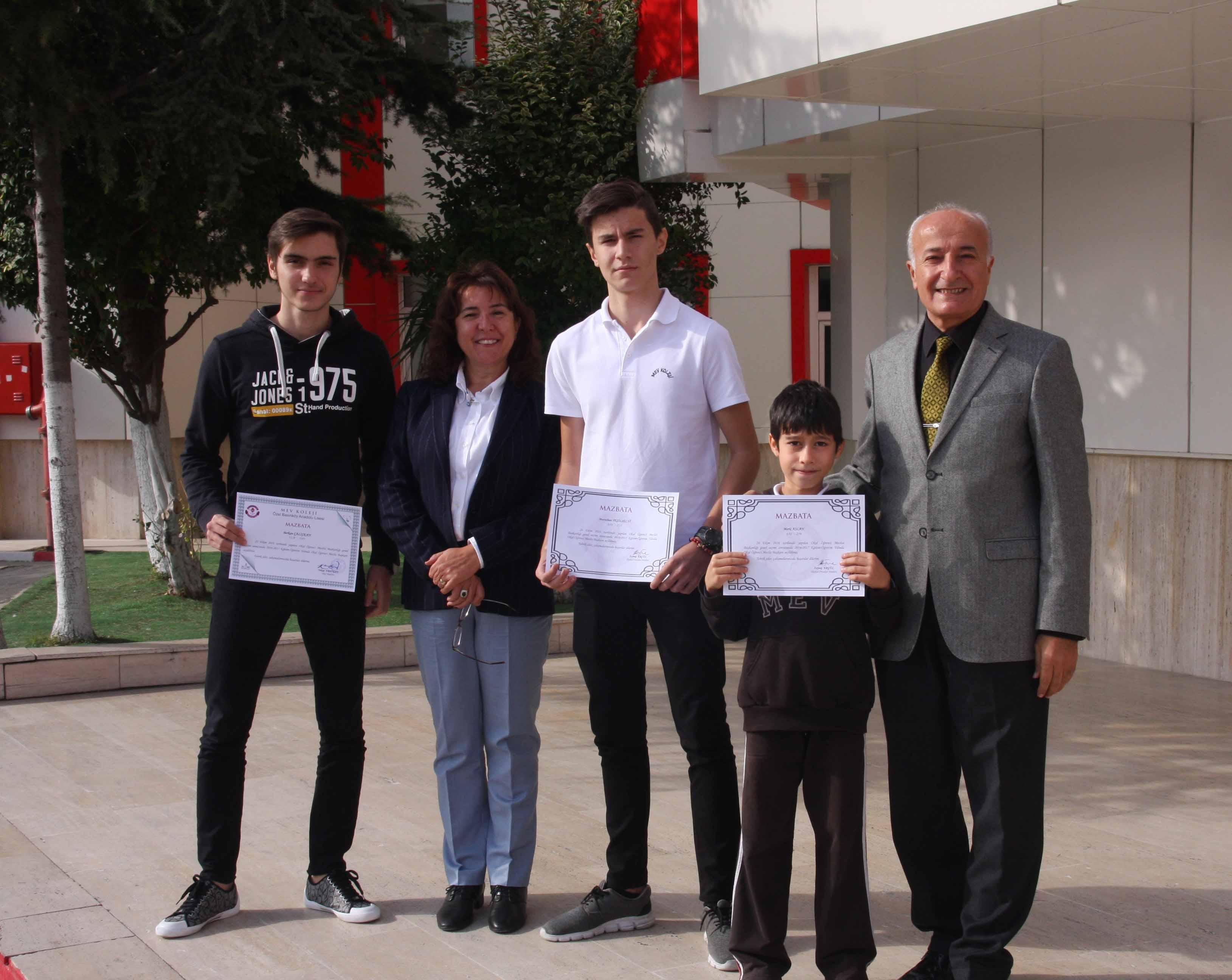 Okulumuz Öğrenci Meclis Başkanları'na Mazbataları Törenle Verildi