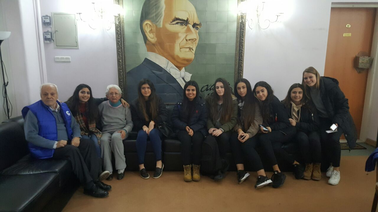 Öğrencilerimiz Prof. Dr. F.Kerim-Nilüfer Gökay Huzurevi ve Validebağ Öğretmen Huzurevine Ziyarete Gittiler