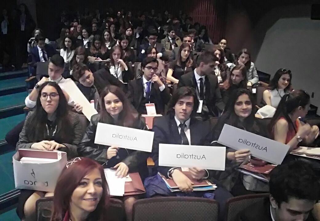 Anadolu Lisesi Öğrencilerimizin RCIMUN 2017'de İkinci Günleri