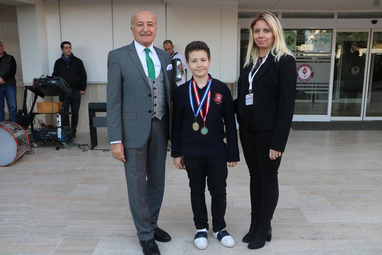 Öğrencimiz Tenis Turnuvası Şampiyonu