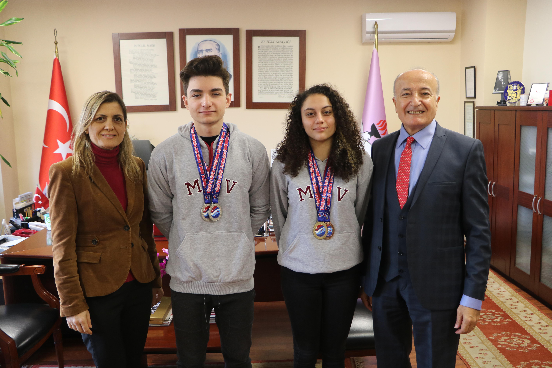 Öğrencilerimiz Paletli Yüzme Türkiye Şampiyonası'ndan 3 altın, 2 gümüş ve 1 bronz madalya ile döndü.