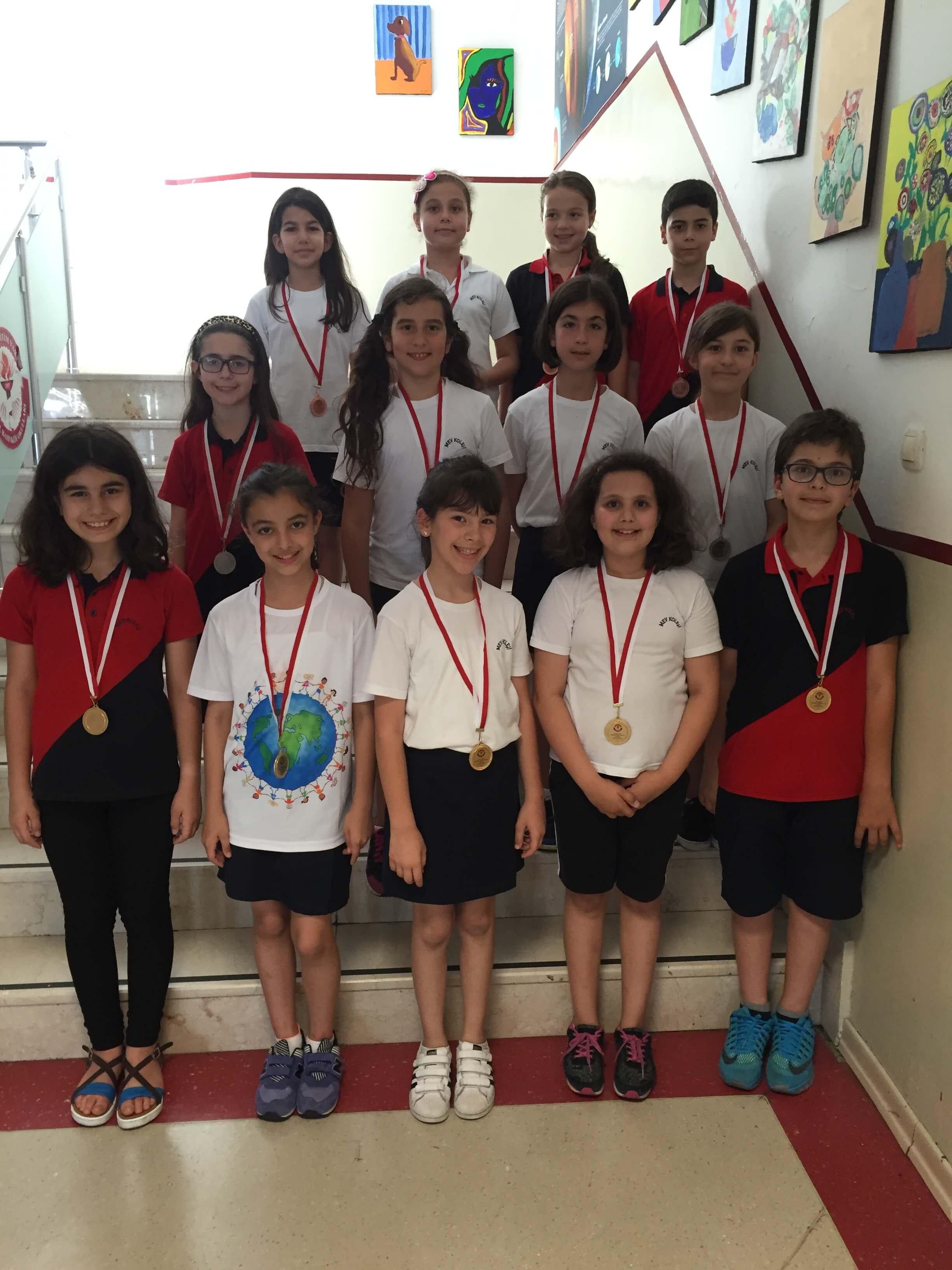 Kitap Okuma Şampiyonları Madalyalarını Aldı