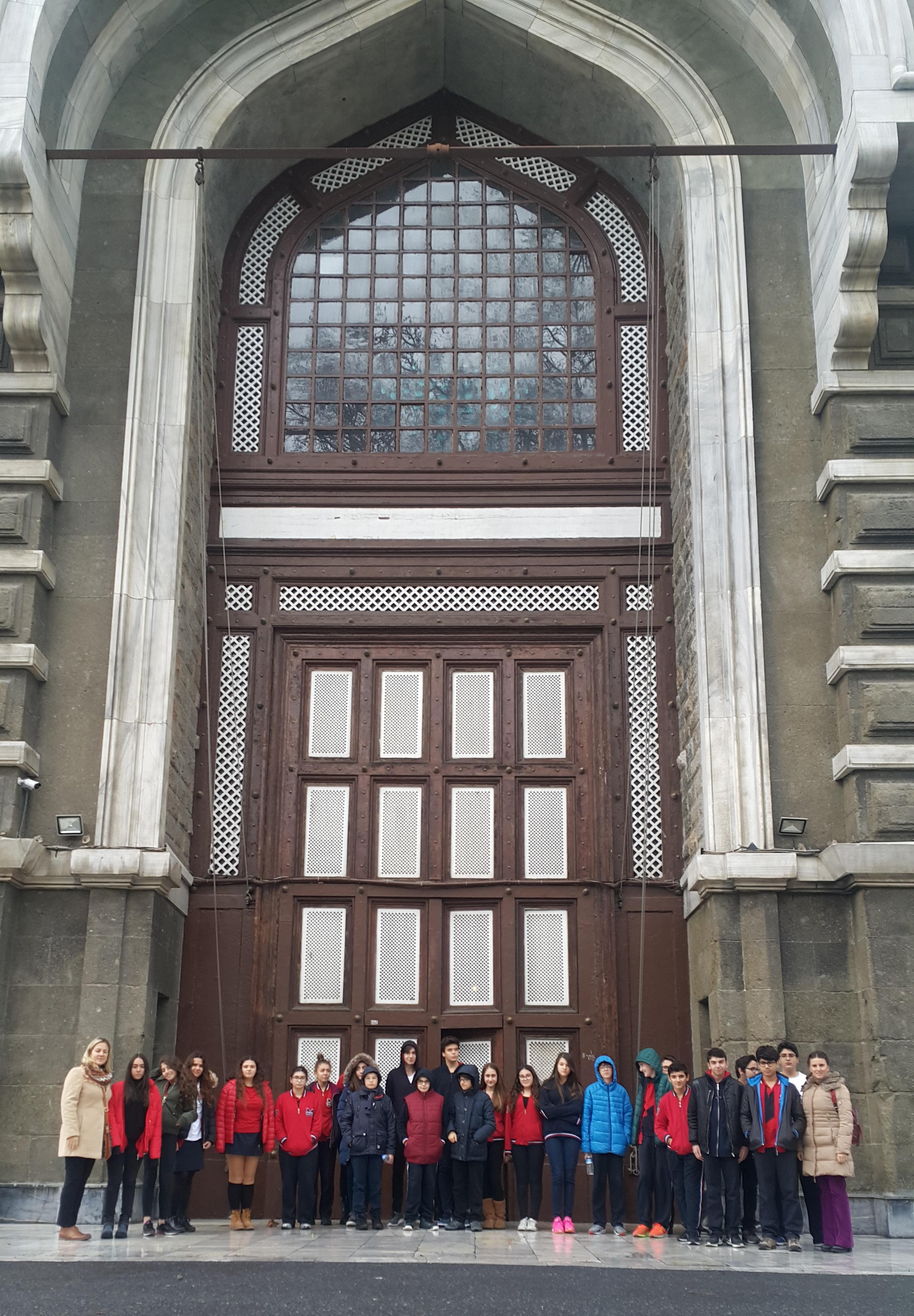 """8. Sınıflarımız """"TEOG Motivasyon ve Lise Tanıtım Gezisi"""" Kapsamında İstanbul Erkek Lisesindeydiler"""