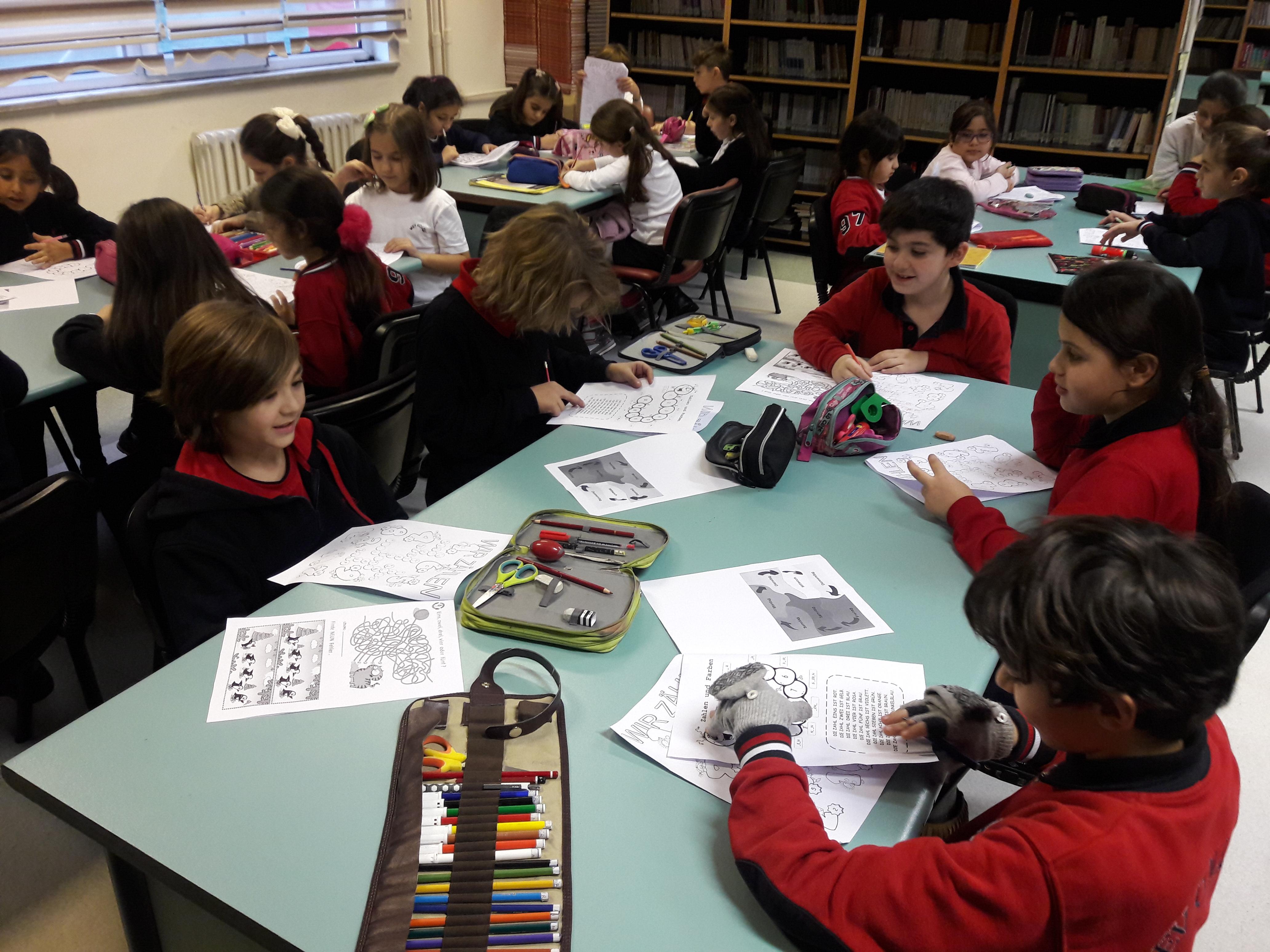 Öğrencilerimiz Almanca Dersinde Bulmaca Günü Etkinliği Yaptılar