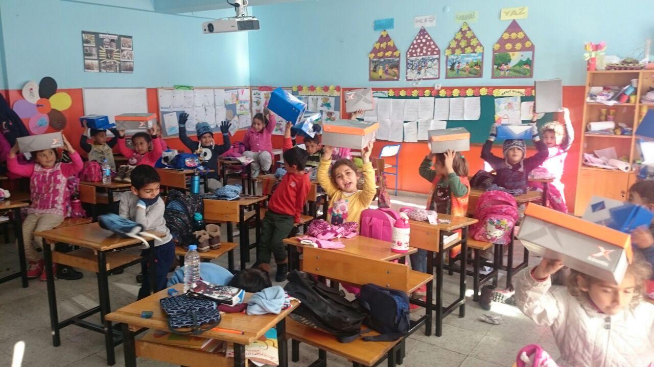 3. Sınıflarımızın Ayakkabı Kardeşliği Projesi Kapsamında Gönderdikleri Yardımlar Arkadaşlarına Ulaştı