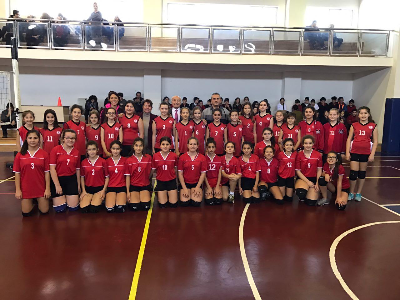 Voleybol Takımımız Emlak Kredi Bankası Ortaokulu Voleybol Takımı ile Dostluk Maçı Yaptı