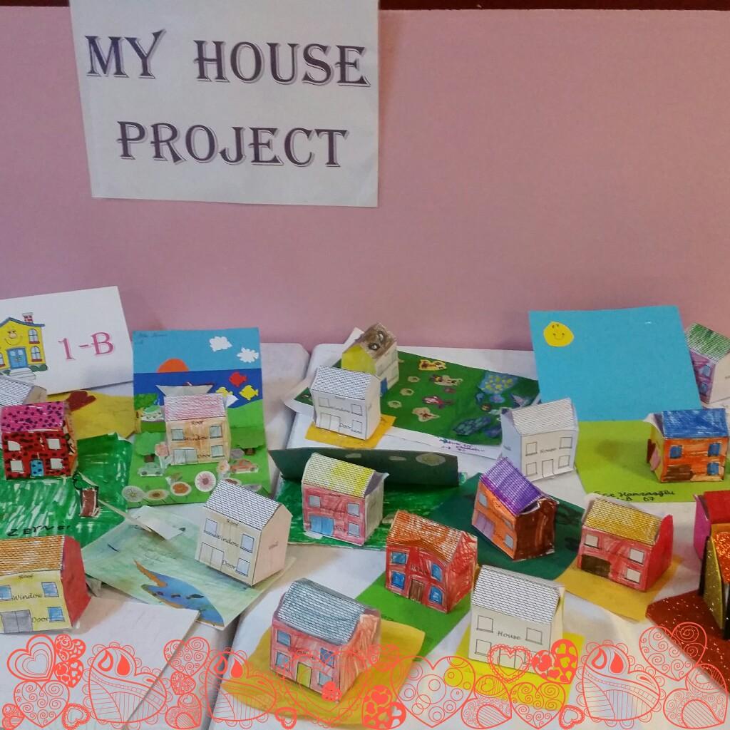 """1.Sınıflarımız Main Course Dersinde """"My House"""" Projesiyle Kendi Yaptıkları Evleri Tanıttılar"""