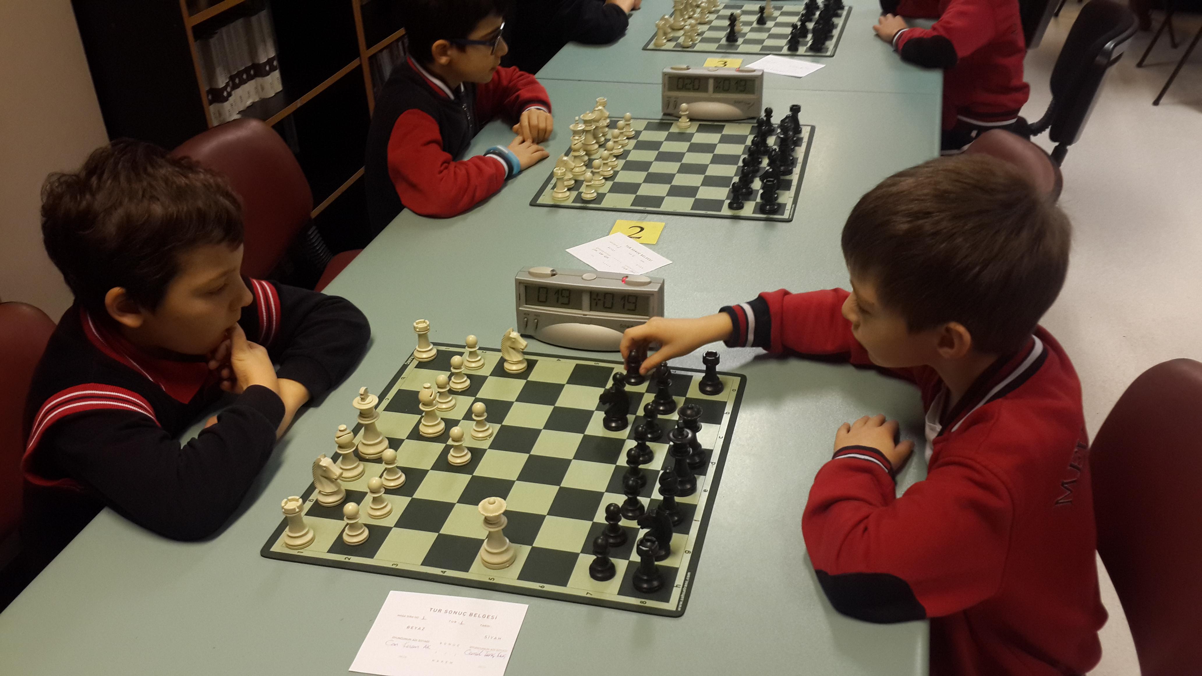 3. ve 4. Sınıflar Satranç Turnuvası Başladı