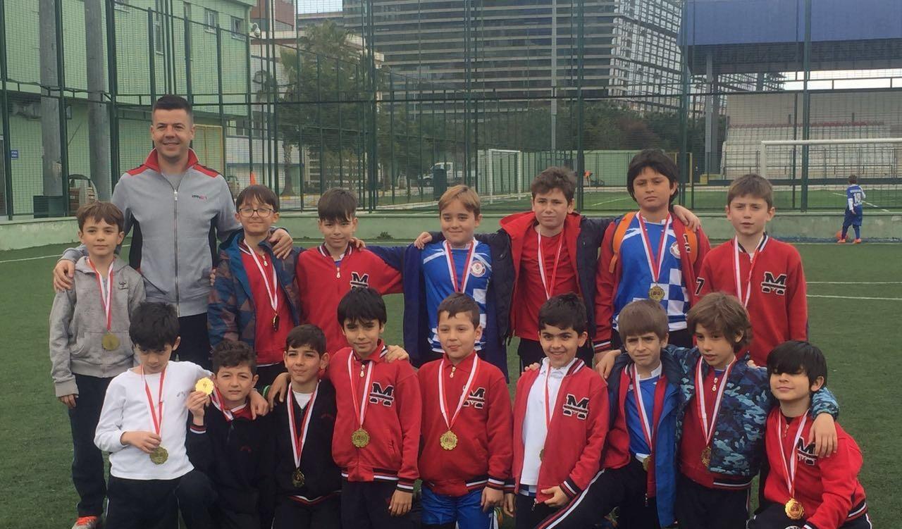 Bakırköy İlçe Futbol Turnuvasında Minik Erkekler Futbol Takımımız Şampiyon Oldu!