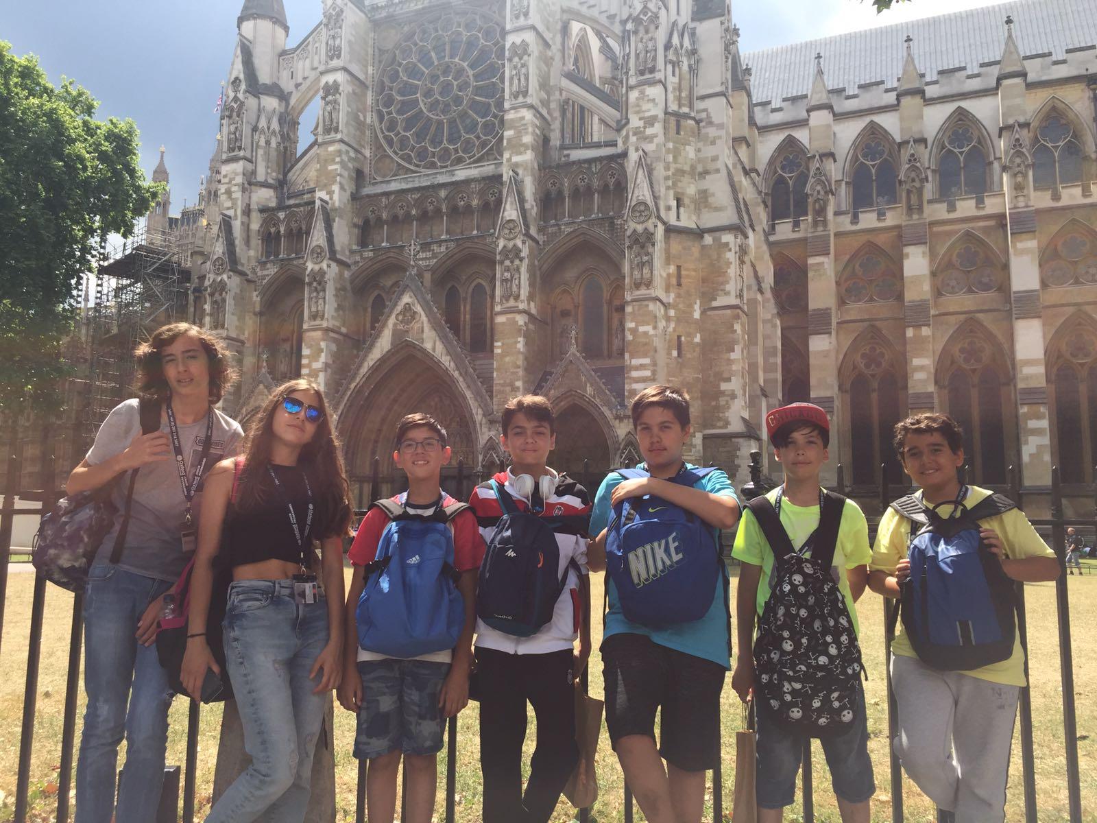 Yaz Okulunda Olan Ortaokul Öğrencilerimiz İngiltere'yi Keşfetmeye Devam Ediyor