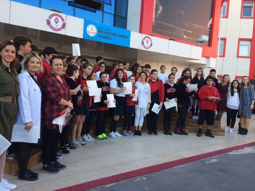 Cambridge Young Learners ve KET PET sınavlarına Katılan Öğrencilerimizin Sertifikalarını Aldılar.