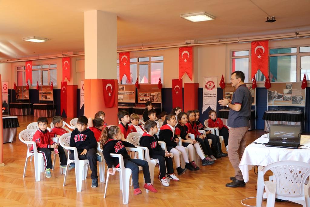 Okulumuz Bir Hafta Boyunca Çanakkale Savaşı Objeleri ve Resim Sergisi'ne  Ev Sahipliği Yaptı