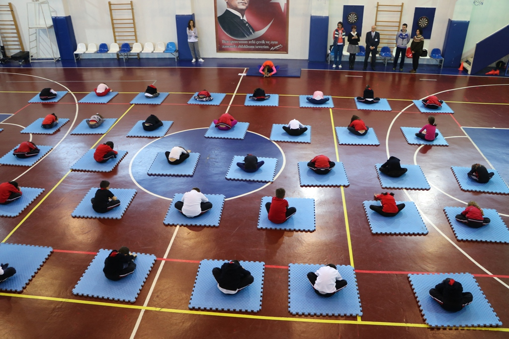 Spor Kulübüne Katılan 1. Sınıflarımız Yogamini Projesi Kapsamında Yoga ile Tanıştı