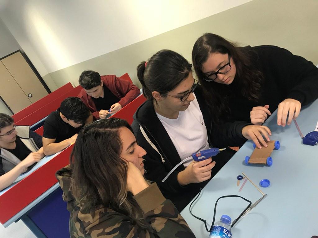 STEM Kulübü Öğrencilerimiz Araba Tasarladı