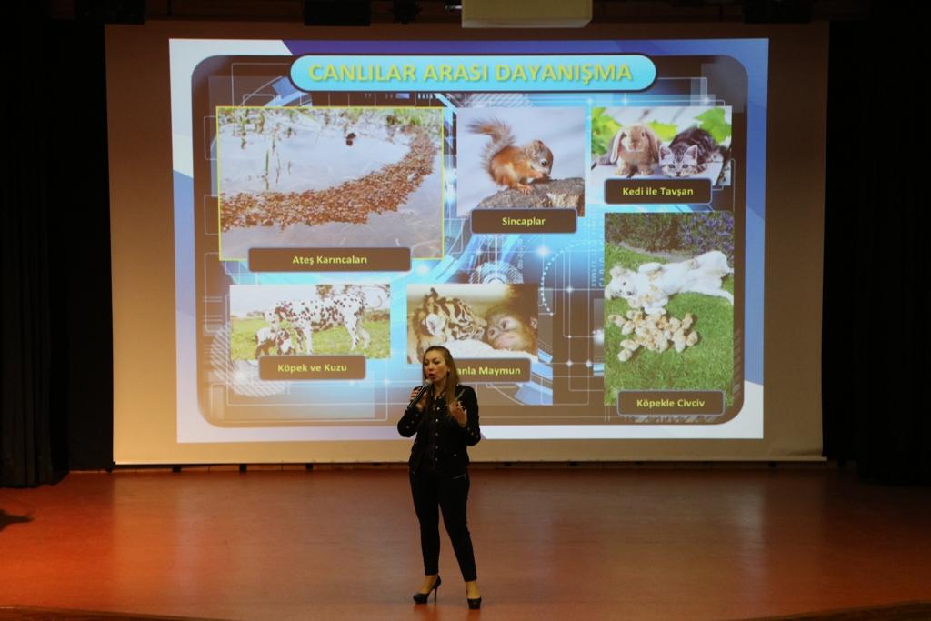 """Biyomimetri Uzmanı Müge Kanay Öğrencilerimize """"Teknoloji ve Biyomimetik"""" Konulu Seminer Verdi"""